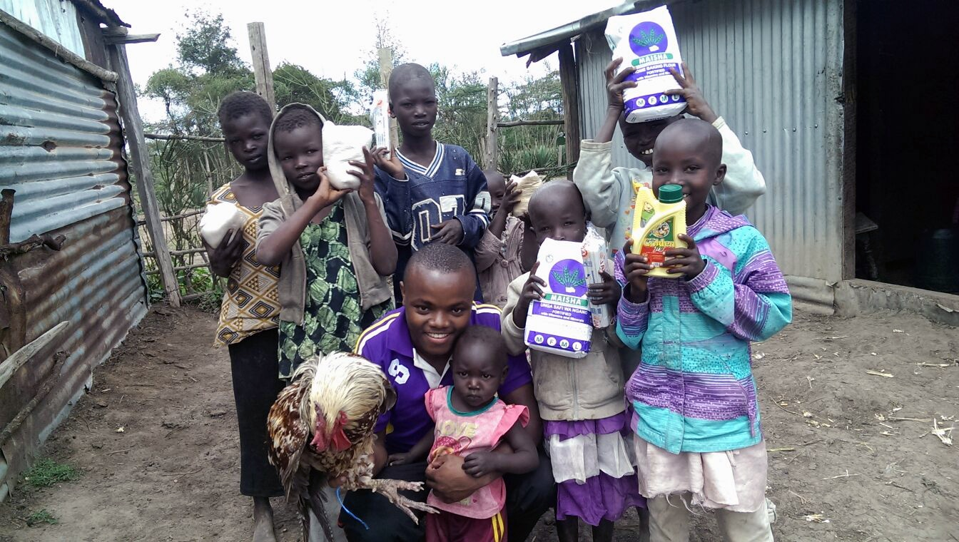 8 orphaned children live with their one widowed grandmother.  Food has been a constant issue in their lives, but today, Matanya's Hope donors make more than a Christmas meal possible! Thank you Patrick Muriuki, Matanya's Hope student, for delivering this blessed gift!